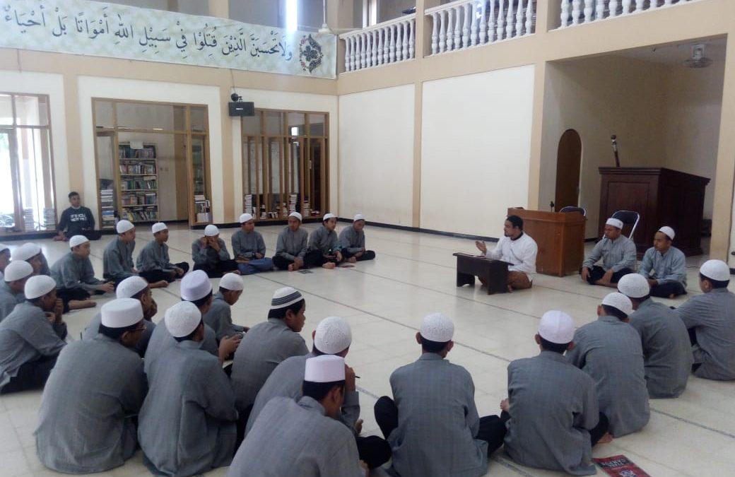 Training Fiqih untuk Santri Baru SMP-SMA Al Ma'hadul Islami YAPI